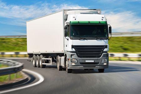 Photo pour White truck on the road, blurred motion. - image libre de droit