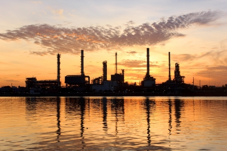 Photo pour Sunrise, oil refinery factory with refection in Bangkok, Thailand   - image libre de droit