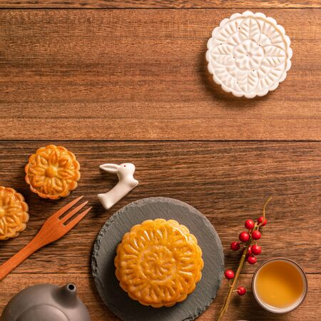 Photo pour Chinese traditional mooncake with teacups on wooden background, Mid-Autumn Festival concept, top view, flat lay. - image libre de droit