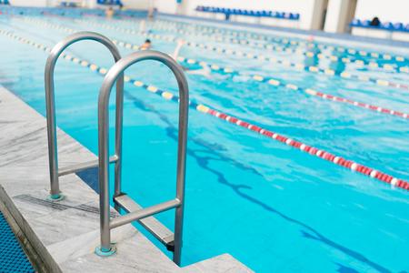 Photo pour Swimming pool handrails. Clear blue water on background. - image libre de droit
