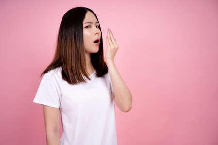 Photo pour Woman is testing her bad breath. - image libre de droit