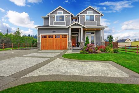 Foto de House exterior. Big house with column porch, garage and driveway view - Imagen libre de derechos