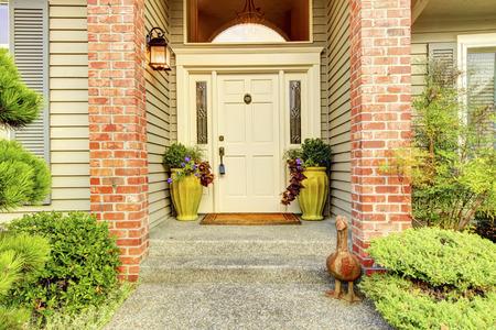 Photo pour Large beautiful Classic ninties home  entrance exterior with brick couns and white door. - image libre de droit