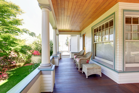 Photo pour Front porch with chairs and columns of craftsman style home. - image libre de droit