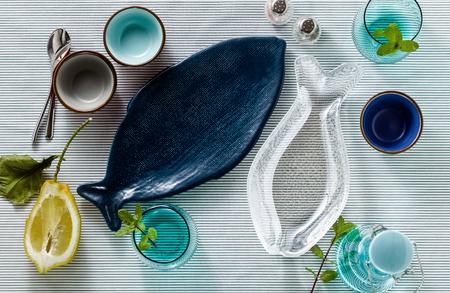 Photo pour empty fish-shaped plates on a festive served table - image libre de droit