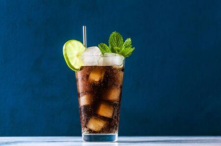 Photo pour Coca Coke cocktail in a tall glass cuba libre. refreshing summer drink - image libre de droit