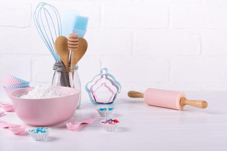 Photo pour It's cooking time. Baking tools on white. Recipe book background concept. - image libre de droit