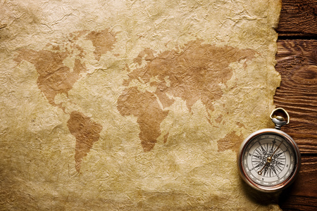 Foto de close up view Compass paper and wooden board - Imagen libre de derechos
