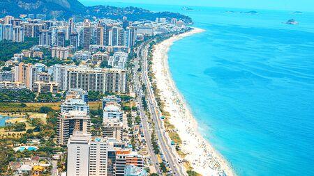 Photo pour Rios Best Beaches with turquoise water: famous Copacabana Beach, Ipanema Beach, Barra da Tijuca Beach in Rio de Janeiro, Brazil. Aerial view of Rio de Janeiro from helicopter. Top view, horizontal - image libre de droit