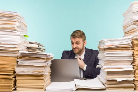 Foto de Business executive holds a video conference in the office and piles of paperwork, report for poorly done work - image - Imagen libre de derechos