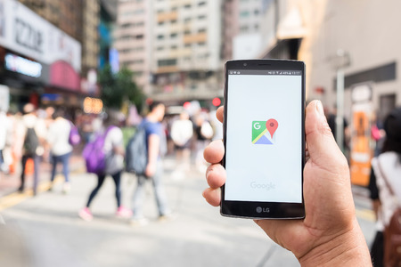 Photo pour HONG KONG, CHINA - 15 MAY 2016: A man hand holding screen shot of google maps app showing on LG G4. Google Maps is most popular mapping service for mobile provided by Google. - image libre de droit