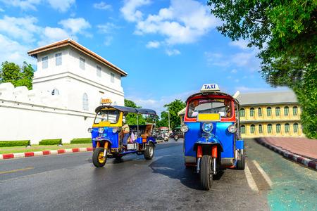 Photo pour Blue Tuk Tuk, Thai traditional taxi in Bangkok Thailand. - image libre de droit
