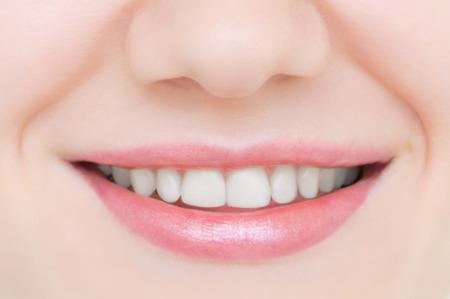 Photo pour Smiling caucasian young girl close up. Beautiful white teeth. - image libre de droit