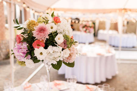 Foto für Table Setting at a Luxury Wedding Reception. Wedding reception place ready for guests. Luxury wedding dining table setting in a restaurant. - Lizenzfreies Bild