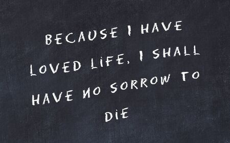 Photo pour Black chalkboard with handwritten wise motivational quote . - image libre de droit