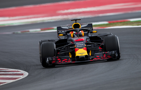 Photo pour BARCELONA, SPAIN – FEBRUARY 26, 2018: Daniel Ricciardo during Formula One Test Days that celebrates at Circuit of Barcelona Catalunya. - image libre de droit