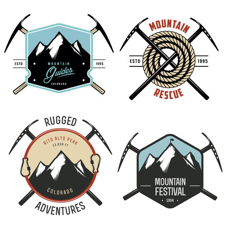Illustration pour Set of vintage mountain explorer labels and badges - image libre de droit