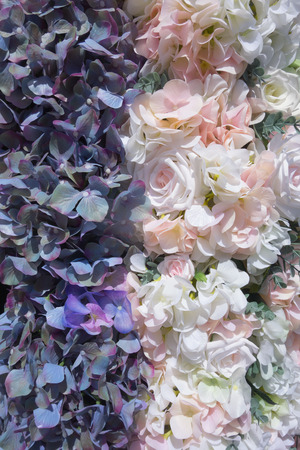 Foto de Wedding background of fresh flowers of white and pink roses and hydrangea. Can be used for wedding invitations, engagement, greeting cards. Floral pattern. - Imagen libre de derechos
