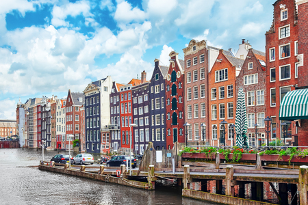 Photo pour Beautiful views of the streets, ancient buildings, people, embankments of Amsterdam - also call Venice in the North. Netherland - image libre de droit