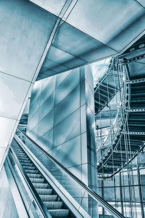Photo pour Staircase escalator in modern business center, in the business district. - image libre de droit