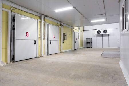 Photo pour industrial cooling chamber outside view - image libre de droit