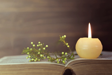 Photo pour Candle, book and flowers - image libre de droit