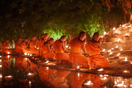 Photo pour monks sitting meditate with many candle in Thai temple at night , Chiangmai ,Thailand, soft focus - image libre de droit