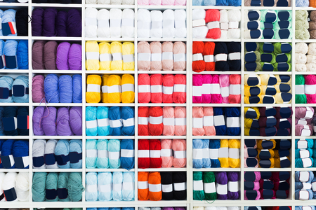 Photo pour Shelves with various knitting yarn in needlework shop. - image libre de droit