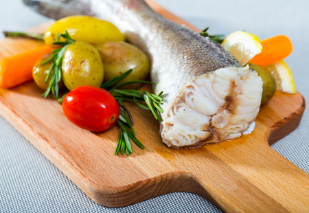 Recipe of country style baked cod: tail of codfish 250 gr, salt, pepper. Fish season with salt, pepper, bake in oven for 20 minutes at 220 gr. Serve with potatoes and fresh vegetables