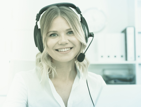 Photo pour Friendly girl technical support person or call center manager in the office - image libre de droit