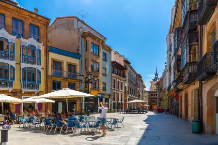 Photo pour View of Oviedo streets in historical center, town in Spain - image libre de droit
