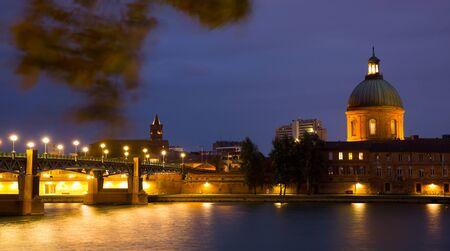Foto für Evening view of Saint-Pierre Bridge over Garonne and Dome de la Grave, Toulouse, France - Lizenzfreies Bild