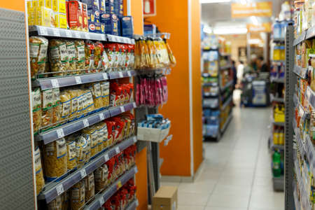 Photo pour Interior of supermarket in Barcelona - image libre de droit
