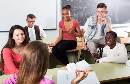 Photo pour Students talking during a break - image libre de droit