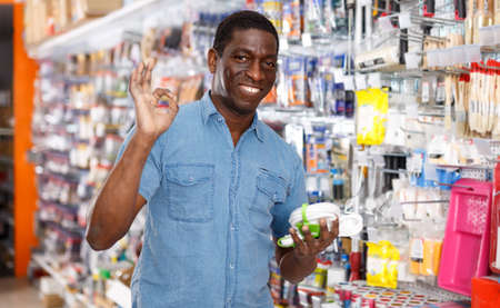 Photo pour Glad African American man with purchases - image libre de droit
