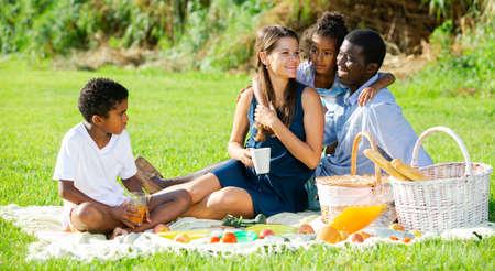 Photo pour Couple with children at picnic - image libre de droit