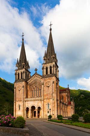 Photo pour Covadonga monastery - ancient Catholic Basilica - image libre de droit