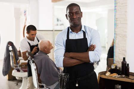 Foto für Confident African man hairdresser - Lizenzfreies Bild