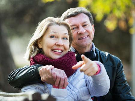 Photo pour Couple spending time outdoors - image libre de droit