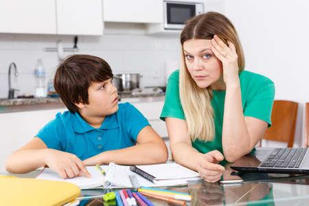 Photo pour Displeased family doing homework - image libre de droit
