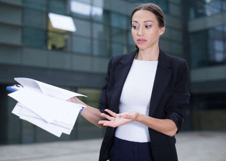 Photo pour Serious businesswoman is dissatisfied of the results of the financial report - image libre de droit