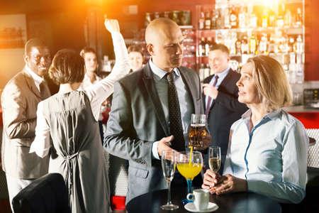 Photo pour Man and woman drinking alcohol on party - image libre de droit