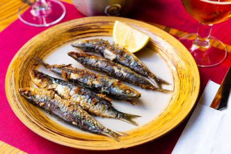 Foto de Fried sardines served with slice of lemon - Imagen libre de derechos