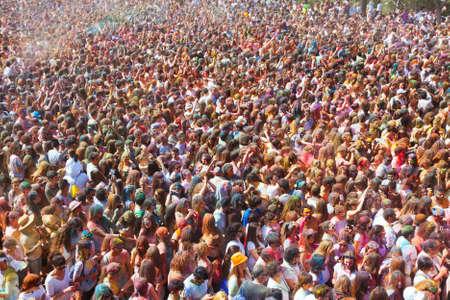 Photo pour People at Festival of colours Holi Barcelona - image libre de droit