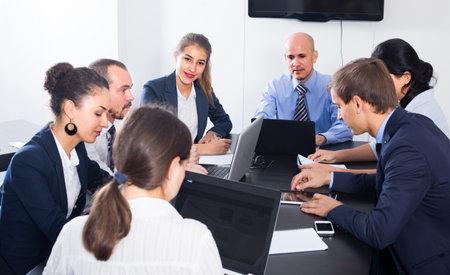 Photo pour Team working meeting - image libre de droit