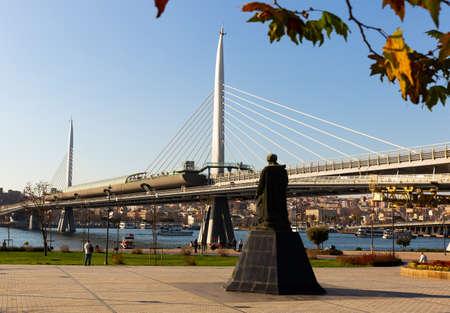 Photo pour View of Golden Horn Metro Bridge, Istanbul - image libre de droit