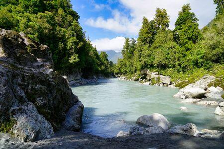 Photo pour Hokitika Gorge from shore - image libre de droit
