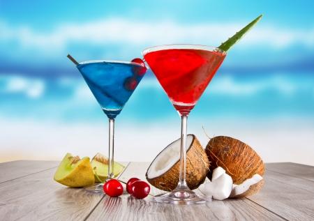Photo pour Summer martini drinks - image libre de droit