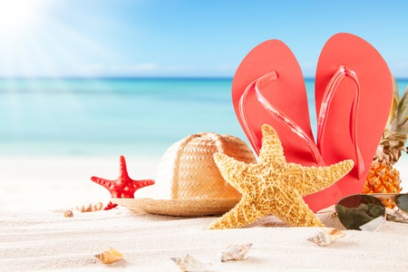 Photo pour Summer concept of sandy beach, straw hat, shells and starfish  - image libre de droit