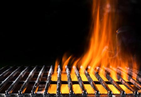 Photo pour Empty grill grid in fire with black background - image libre de droit